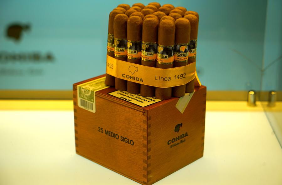 Xì gà Cohiba Medio Siglo